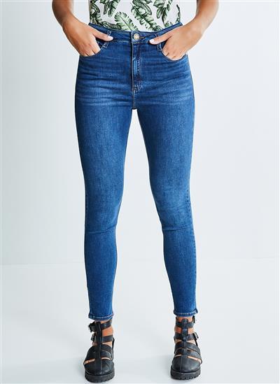 b4be0f953c Calça Skinny em Jeans