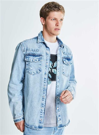 0cef3dd976 Camisa Jeans com Puídos - Moda Feminina e Masculina  Roupas ...