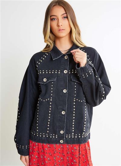 52b5afd163 Jaqueta Jeans Over com Tachas - Moda Feminina e Masculina  Roupas ...