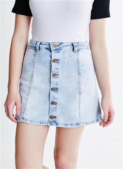 Saia em Jeans Claro com Botões