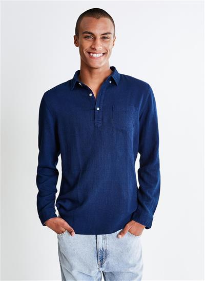 Camisa com Bolso e Botões