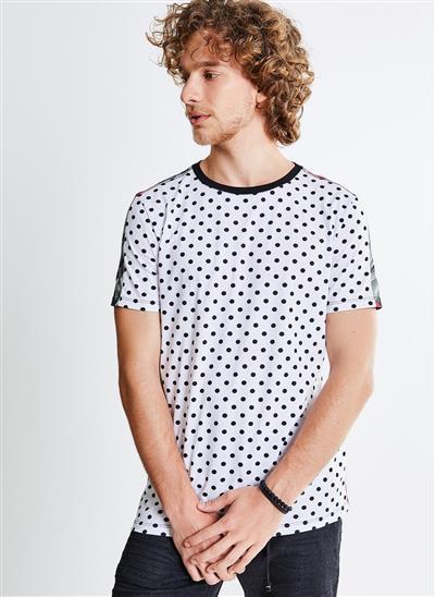 55736f5f3b Camiseta Estampa Poá e Folhagens - Moda Feminina e Masculina  Roupas ...