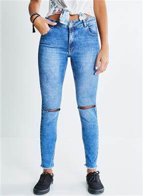 c0748c566d Calça Skinny Jeans com Rasgos. Cor JEANS MEDIO