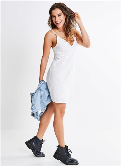 c127873f9 Vestido Alcinha Laise Bordada - Off-White - Moda Feminina e ...